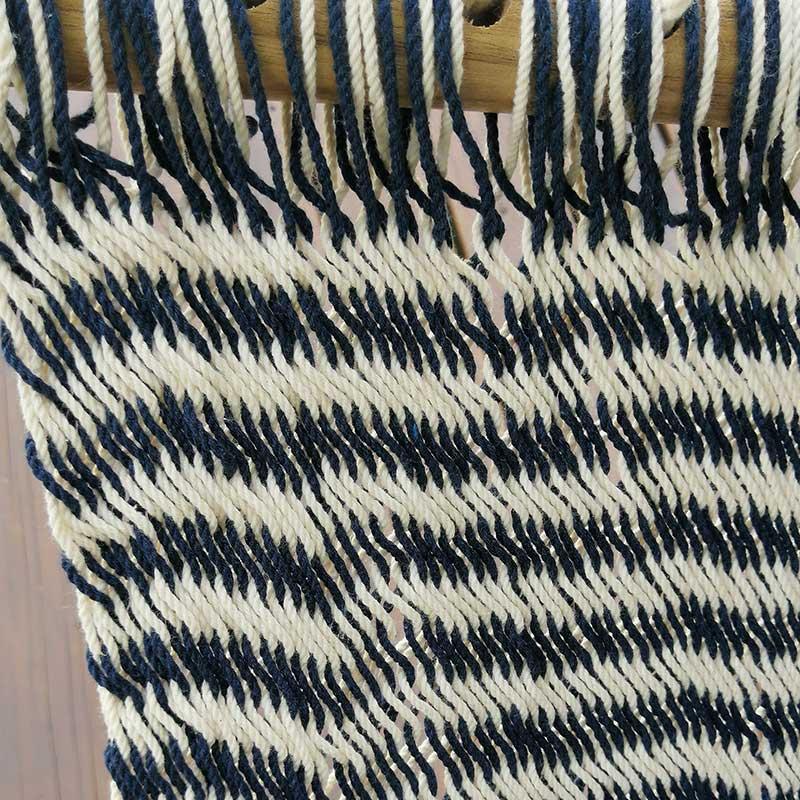 detalles columpio rayas azules y blancas